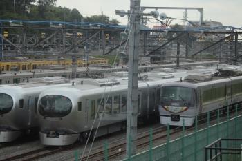 2019年5月18日 8時38分ころ。小手指車両基地。上り列車から撮影。10103Fと2本のLaview。