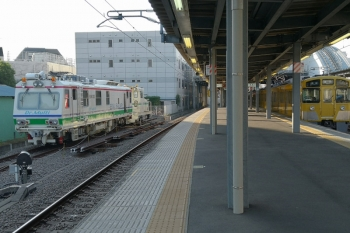 2019年5月26日。東長崎。保守用車スペースにDr.Multiとモーターカーがいます。右は2063Fの5604レ。