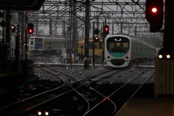 2019年6月15日 5時30分ころ。所沢。右から、2番ホームを通過した30101Fの上り回送列車、電留線で滞泊中の2063F・6155F。