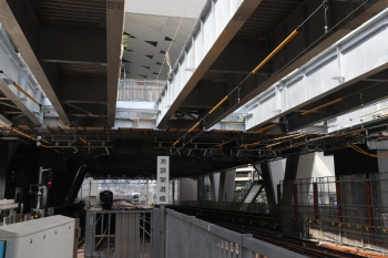 2019年6月18日 9時4分ころ。池袋。3番ホーム先端から見た椎名町駅方。電留線には001-A編成が休憩中。右端の桁が、新規設置の5本目の桁です。