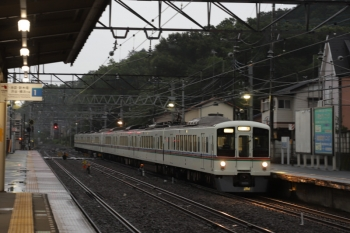 2019年6月23日 18時22分ころ。仏子。通過する4013F+4015Fの下り回送列車。