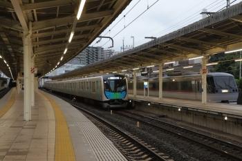 2019年6月30日 18時0分ころ。入間市。10102Fが抑止で5番ホームを使えないので、4番ホームに着発のS-Train 404レ。