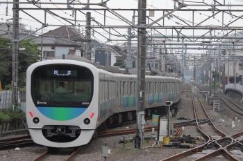 2019年7月5日 6時0分ころ。田無。5時55分に中線へ到着し、折り返す30101Fの下り回送列車。