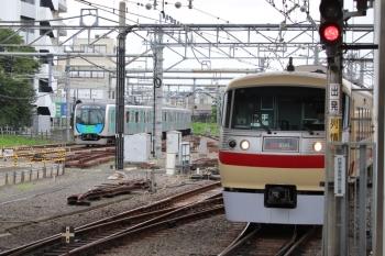 2019年7月6日 16時22分ころ。所沢。10105Fの池袋線23レ(右)と40105Fの新宿線上り回送列車。