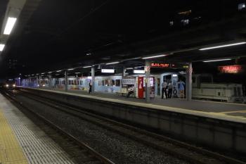 2019年7月14日 19時53分ころ。東長崎。4番ホームに4009Fが停車中。3番ホームには38109Fの5360レが到着。
