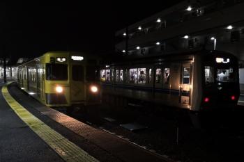 2019年7月16日。西所沢。発車した2007Fの6231レ(左)と、1番ホームに停車中の6000系の急行 池袋ゆき8258レ。