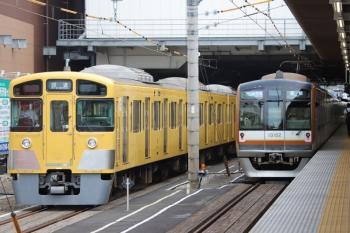 2019年7月28日 16時10分。所沢。飯能ゆきのメトロ10002Fの1715レ(2分遅れ)。左は、15時55分に到着した2087Fの回送列車。この後すぐに発車。