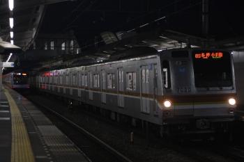2019年8月3日。西所沢。メトロ7020Fの6811レ(右)と、発車したY514Fの3704レ。