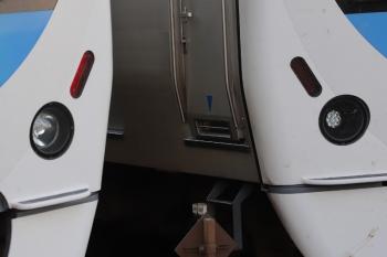 2019年8月10日。入間市。301044Fの4147レ(左)と30103Fの2160レ(右)。