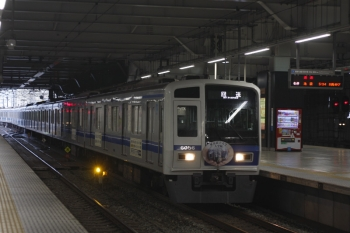 2019年8月14日 5時30分ころ。所沢。3番ホームを通過する6156Fの上り回送列車。