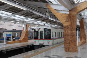 2019年8月21日 13時39分。飯能。下り方から到着する4001Fの上り回送列車。