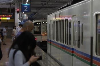 2019年8月21日 18時7分ころ。飯能。5052レで2・3番ホームに到着した4015Fが長瀞ゆきを表示し待つ中、下り方から4021Fの上り回送列車が到着し、連結しました。