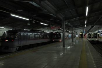 2019年8月21日 19時30分ころ。飯能。左から10109Fの46レ、3703レ(53K)の折り返しで発車した東急4104Fの上り回送列車、4001Fの5061レ。