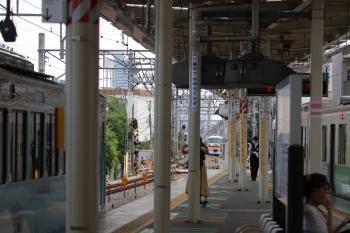 2019年8月21日 9時32分ころ。保谷。左から、4009Fの上り回送列車、10105Fの下り回送列車(この後は1番ホームを通過)、30104Fの4119レ。