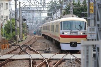2019年8月21日 9時33分ころ。保谷。10105Fの下り回送列車と、続行する40000系の2121レ。