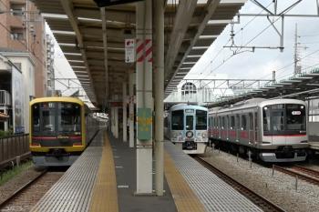 2019年8月21日 9時37分ころ。保谷。左から、東急4110Fの6707レ、4009Fの上り回送列車、東急5050系8連の6808レ。