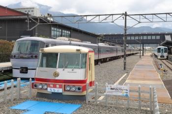 2019年8月21日 12時0分ころ。西武秩父。左から、10109Fの26レ、「西武ちちプラレール」駅、4009F。