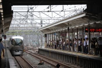 2019年8月22日 7時38分ころ。小手指。3番ホームに着発した001-B編成の下り回送列車。