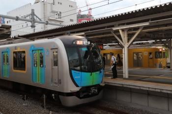 2019年9月7日。所沢。40102Fの2162レ。2番ホームから2000系の2692レが発車。