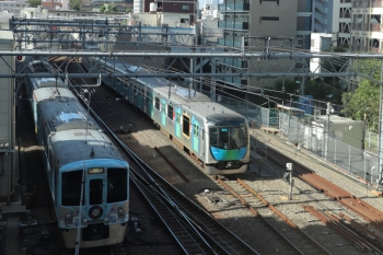 2019年9月8日 8時26分ころ。池袋。発車した4009Fの下り臨時列車と、電留線で帯泊の40105F(W杯)。