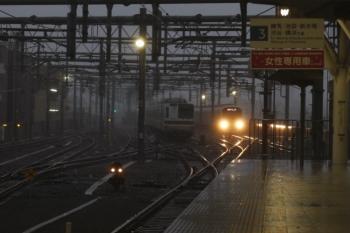 2019年9月9日。石神井公園。6番線の夜間滞泊はいつもの東急車の代わりにメトロ7019F。ここも風雨が強かったです。