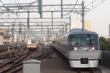 2019年9月10日。石神井公園。10111Fの2レ(右)と、珍しくメトロ車が夜間滞泊となった7029F。