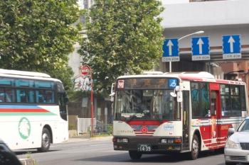 2019年9月11日 12時36分ころ。新目白通りを西へ向かう関東バスの回送車。都心方向へ向かう回送だけでなく、郊外方向へ向かうこちらの回送も、後日、小型車に変わりました。