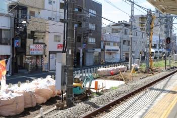 2019年9月15日。清瀬。4番ホーム飯能方から見た工事現場。コンクリートが打たれた上には後日、電力キュービクルが設置されました。