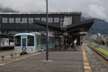 2019年9月16日 14時30分ころ。西武秩父。横瀬へ回送待ちの4009F(左)と、三峰口駅から戻ってきた秩父鉄道のSL列車。