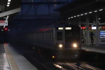 2019年9月16日 5時30分。所沢。2番ホームを通過する6101Fの上り回送列車。