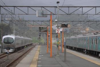 2019年9月16日 13時54分ころ。横瀬。秩父方の引き上げ線から電留線へ進む001-C編成(左)。
