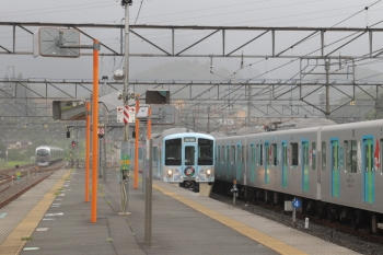 2019年9月16日 14時1分ころ。横瀬。左から、飯能方面からわざわざ回送されてきた001-C編成、4009F(52席)の下り列車、留置中の40105F。