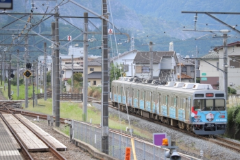 2019年9月17日 11時52分ころ。御花畑〜影森。西武秩父駅ホームから見た三峰口ゆきのラグビー・ワールドカップの車体広告電車。