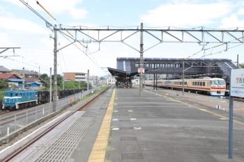2019年9月17日 11時54分ころ。西武秩父。秩父鉄道の下り貨物列車(左)と10105Fの26レ。