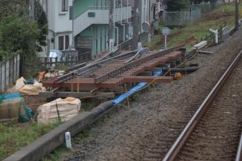 2019年9月21日。仏子〜元加治駅間。下り線脇の作りかけの分岐器。