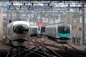 2019年9月21日。池袋。左から臨時の「ちちぶ90号」だった001-C編成の下り回送列車、6108Fの4130レ、電留線でお昼寝の40102F。
