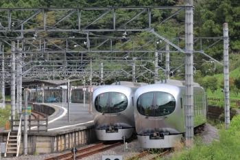 2019年9月22日 13時19分ころ。吾野。左が001-B編成の「ちちぶ90号」。右は001-C編成の下り回送列車。