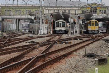 2019年9月23日 11時4分ころ。飯能。左端から、10102Fの上り回送列車、(<-飯能)4007F+4023Fの5021レ、2089Fの5104レ、10109Fの22レ。