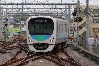 2019年9月23日 11時49分ころ。飯能。2・3番ホームへ到着する38105Fの下り回送列車。飯能11時53分発の高麗ゆきになってました。