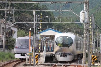 2019年9月23日。東吾野。10109Fの15レが通過。右が001-A編成の臨時特急「ちちぶ90号」。