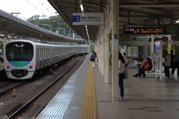 2019年9月23日 16時29分ころ。入間市。4番ホームを通過する38105Fの上り回送列車。