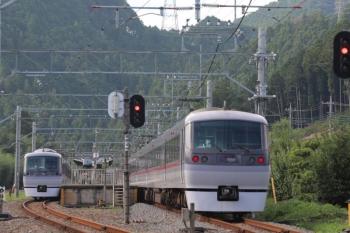 2019年9月23日 14時21分ころ。武蔵横手。左が臨時の「むさし76号」の10110F。右は10107Fの17レ。