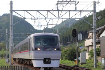 2019年9月23日 14時22分ころ。武蔵横手。10107Fの上り臨時特急「むさし76号」。10110Fの17レを待避して発車。