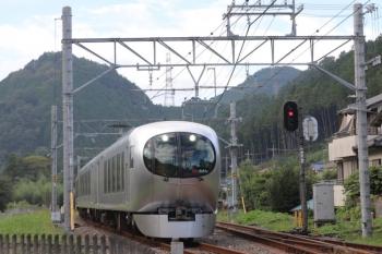 2019年9月23日 15時22分ころ。武蔵横手。001-系の上り臨時特急「むさし78号」。10111Fの19レを待避して発車。