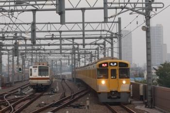 2019年10月3日。石神井公園。東急車の代わりに6番線で夜間帯泊となったメトロ7029F(左)と2089F+2463Fの2102レ。