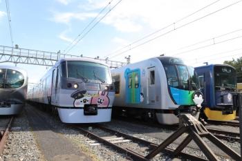 2019年10月5日。南入曽車両基地。001系Laviewや10000系・40000系・20000系の奥には(旧)2000系も並んでました。
