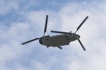 2019年10月5日。南入曽車両基地。上空を(きっと)自衛隊のヘリコプターが通過。