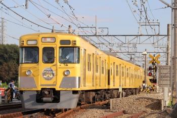 2019年10月5日 15時27分ころ。南入曽車両基地の入り口。下り本線を跨いで上り本線へ入る2007Fの最後の臨時列車。