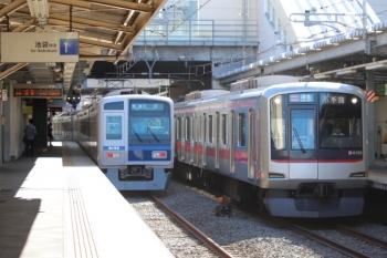 2019年10月5日。椎名町。東急4105fの4201レ。左は6152Fの3108レ。