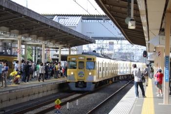 2019年10月5日 13時18分ころ。新所沢。2番ホームへ到着する2007Fの上り臨時列車。